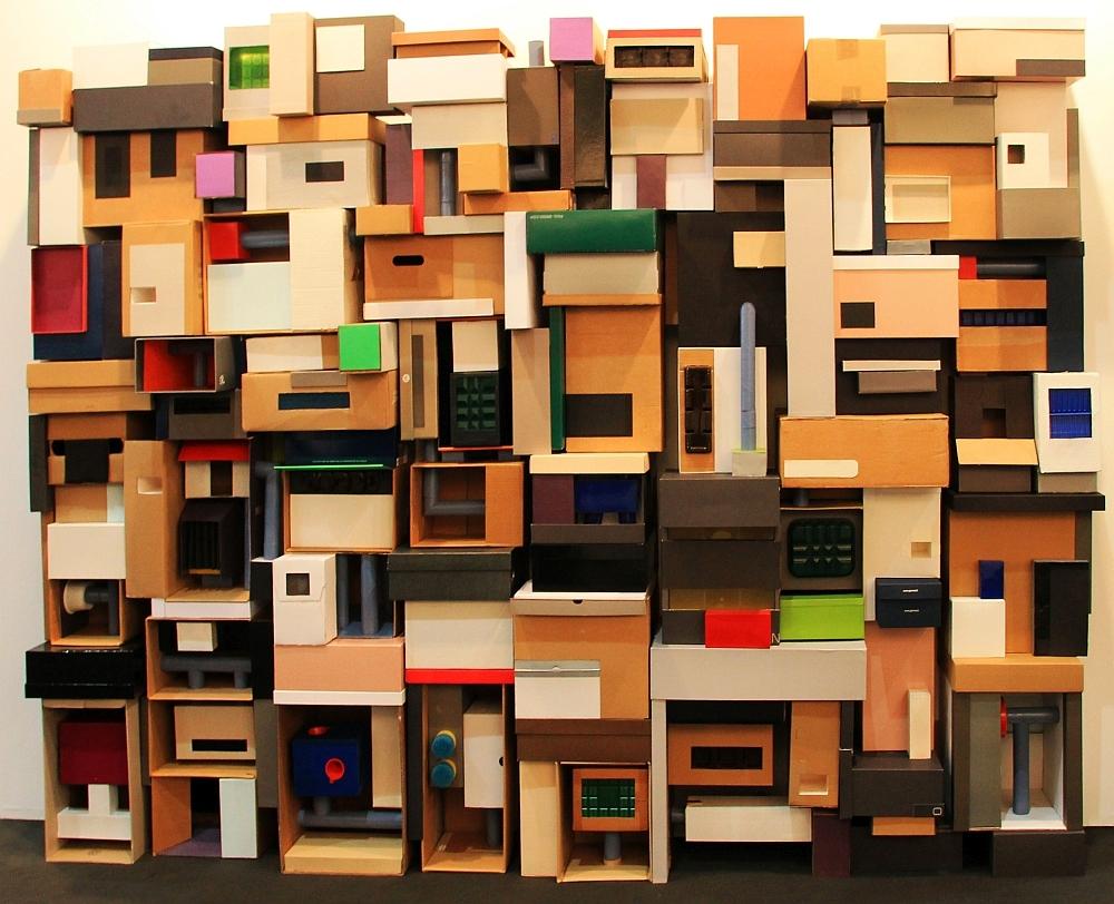 Hybrid 4, 210 x 310 cm, Kartons, Pappe, Plastik, 2019