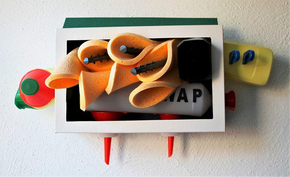 Pfister, Karton, Pappe, Plastik, Schwämme, 30 x 47 x 17 cm, 2017