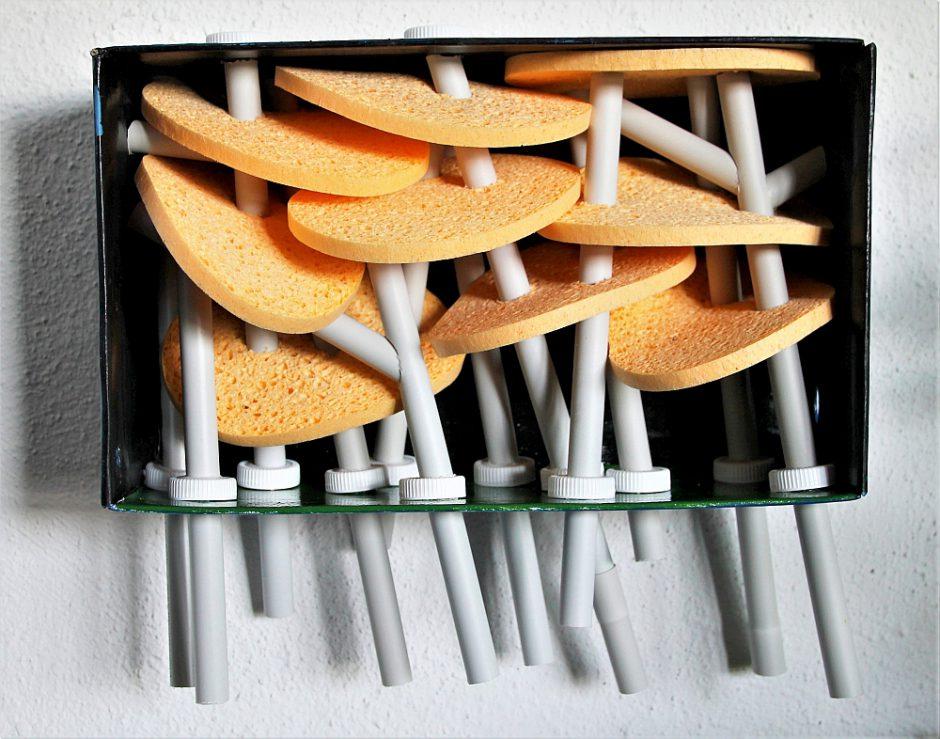 Wald 2, Karton, Pappe, Plastik, Schwämme, 35 x 35 x 16 cm, 2017