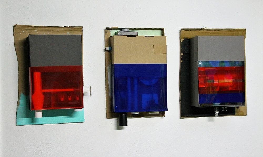 A2, A4, A5, Installatiosansicht 40 x 100 x 12 cm, Kartons, Pappe, Farbe, mixed media, 2019